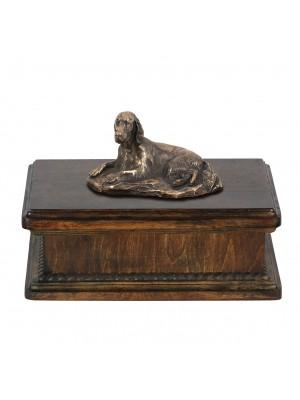 Setter lying- exlusive urn