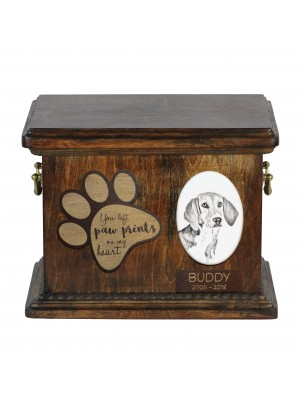 Urn for dog's ashes with ceramic plate and description